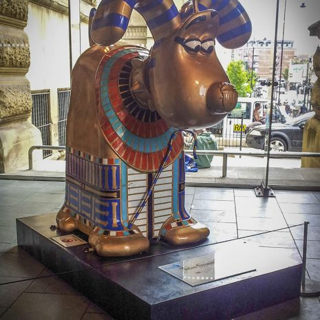 A large statue of Gromit the dog (from Wallace and Gromit) dressed in ancient Egyptian attire