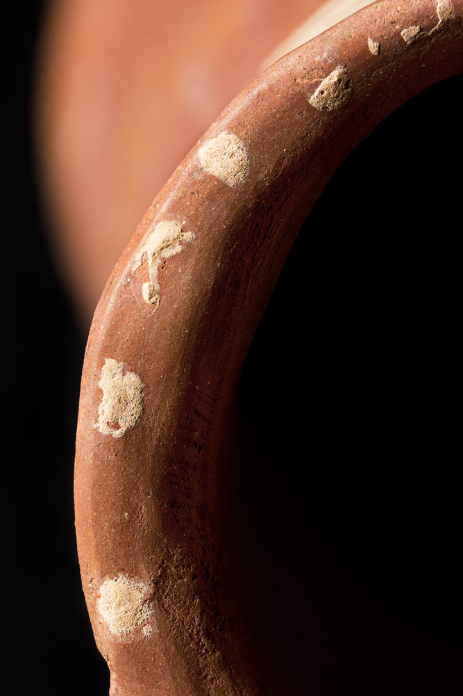 A photo of an ancient Predynastic pot using selective focus